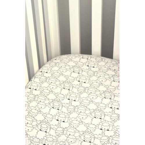 Простыня трикотажная на резинке в кроватку Пеленкино